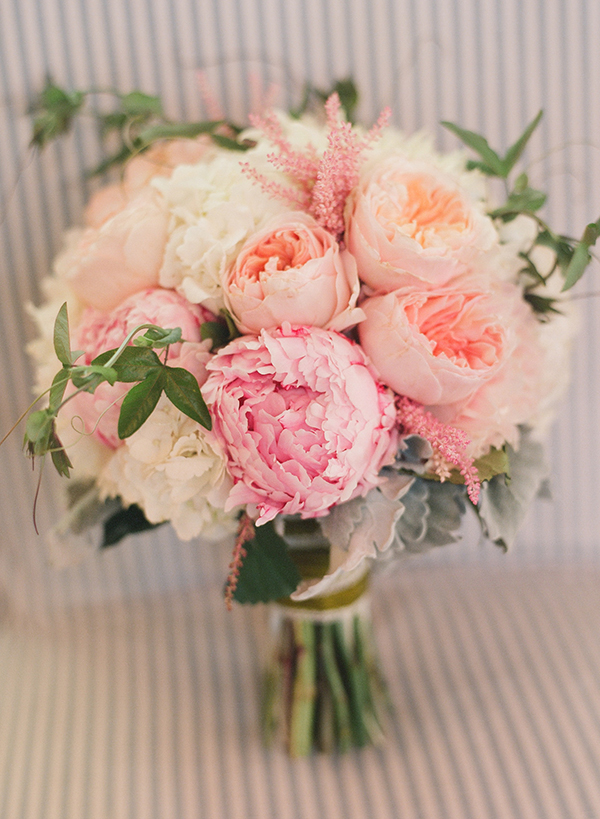 white-and-blush-wedding-bouquet-peonies