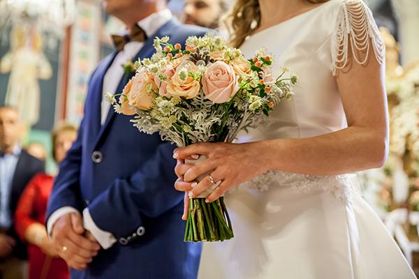 νυφικη-ανθοδεσμη-γαμος-ανοιξη