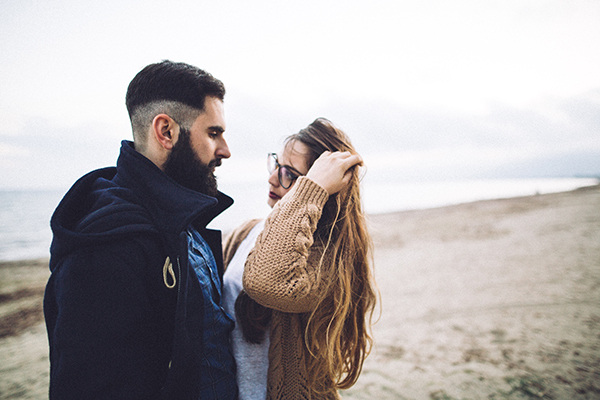 winter-engagement-photoshoot-at-the-beach (7)