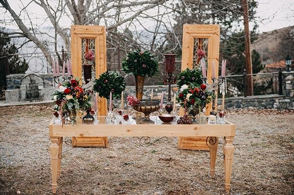 fairytale-winter-wedding-burgundy-colour_12