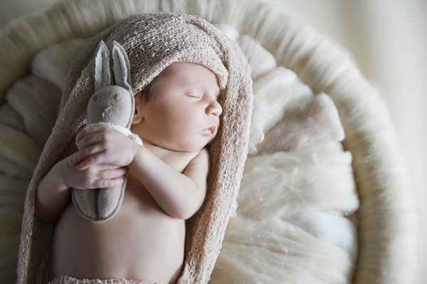 sweet-newborn-session-earthy-tones_04