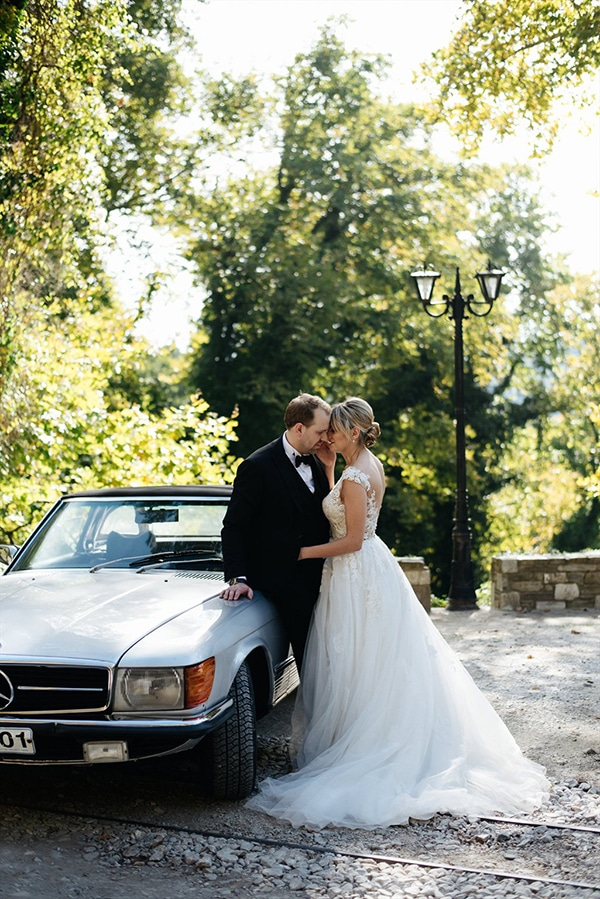 beautiful-fall-wedding-white-hues_02x