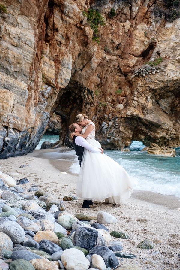 beautiful-fall-wedding-white-hues_24