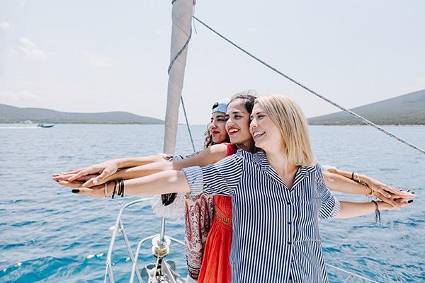 unique-bachelorette-party-sailing-boat_01