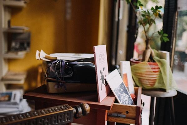 romantic-prewedding-shoot-bookstore_06
