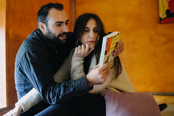 romantic-prewedding-shoot-bookstore_12