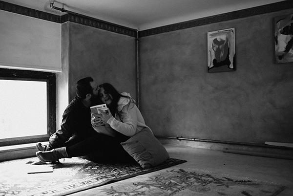 romantic-prewedding-shoot-bookstore_13