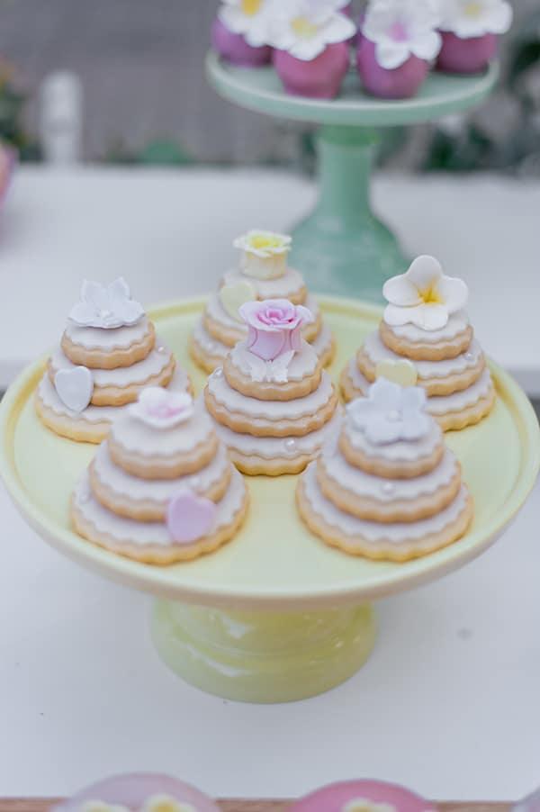 beautiful-girly-decoration-ideas-baptism_06