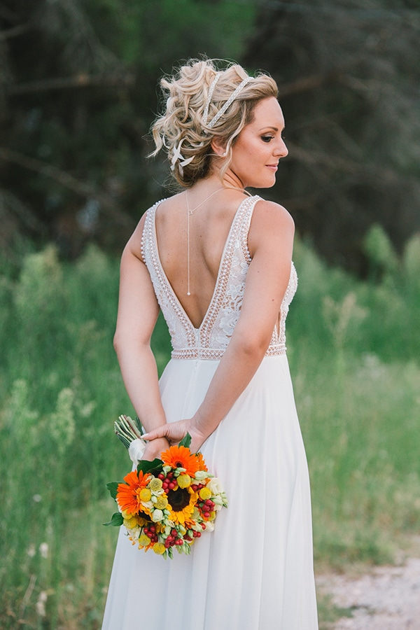 beautiful-summer-wedding-vivid-colours-rustic-details_01