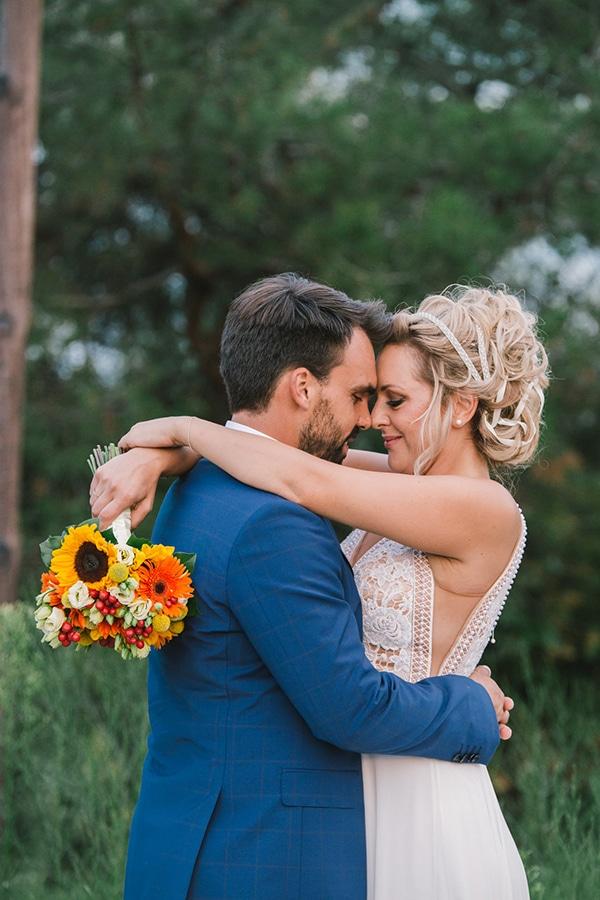 beautiful-summer-wedding-vivid-colours-rustic-details_01x