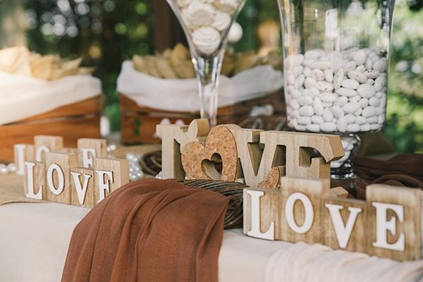 beautiful-summer-wedding-vivid-colours-rustic-details_17