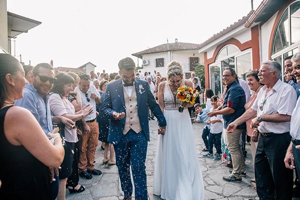 beautiful-summer-wedding-vivid-colours-rustic-details_31