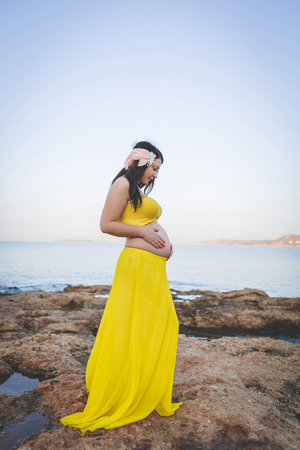 beautiful-prenatal-photoshoot-beach_07x