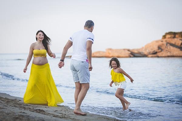 beautiful-prenatal-photoshoot-beach_08x