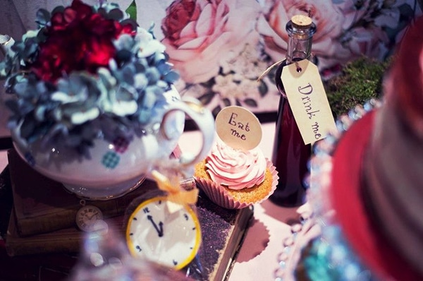 fairytale-girl-baptism-ideas-alice-wonderland_12