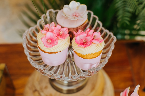dreamy-girly-baptism-vivid-colors-tropical-details_14