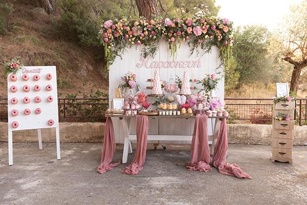 Floral ιδέες διακόσμησης για μια παραμυθένια κοριτσίστικη βάπτιση
